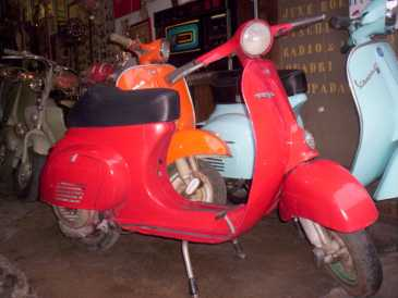 Photo: Sells Scooters 50 cc - VESPA