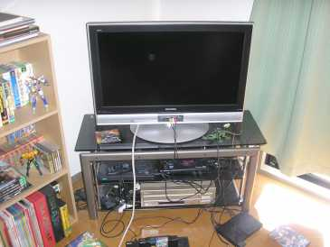 Photo: Sells Flat screen TV MITSUBISHI - REAL LCD H32MX60
