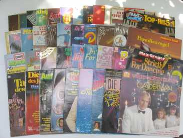 Photo: Sells 39 Vinyls albums 33 rpm International music - 39 VINYLES 33 TR - DEUTSCHE MUSIK