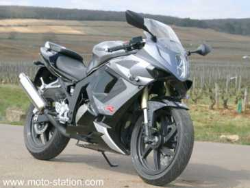 see an ad sells motorbike 125 cc hyosung gtr. Black Bedroom Furniture Sets. Home Design Ideas
