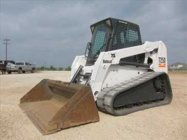 Photo: Sells Truck and utility BOBCAT - T250