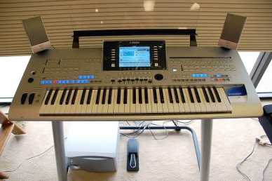 Photo: Sells 100 Digitals pianos