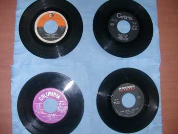 Photo: Sells Vinyl 45 rpm DISCHI 45 GIRI