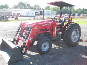 Photo: Sells Agricultural vehicle MASSEY FERGUSON