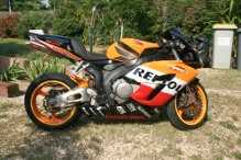 Photo: Sells Motorbike 1000 cc - HONDA - HONDA  1000  CBR REPLICA REPSOL