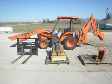 Photo: Sells Agricultural vehicle KUBOTA TLB 45 - KUBOTA TLB 45