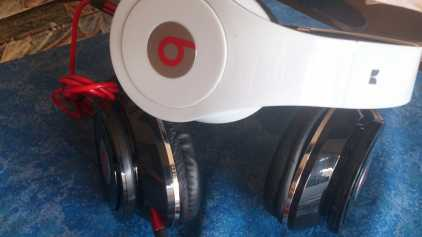 Photo: Sells DVD, VHS and laserdisc Music and Concert - Musicals - CASQUE BEAST BY DR.DRE ORIGINAL ETAT NEUF