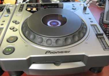 Photo: Sells Score 2 X PIONEER CDJ800 CDJ-800 CD DIGITAL TURNTABLE - 2 X PIONEER CDJ800 CDJ-800 CD DIGITAL TURNTABLE - 2 X PIONEER CDJ800 CDJ-800 CD DIGITAL TURNTABLE PL
