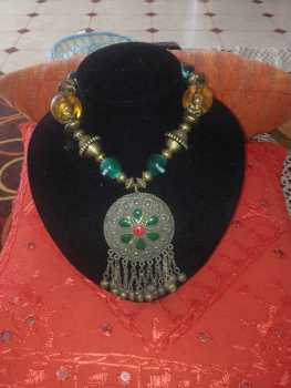 Photo: Sells Accessory Women - ARABE - ARTESAN DU MAROC