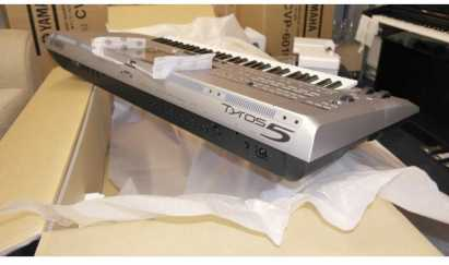 Photo: Sells 2000 Digitals pianos YAMAHA