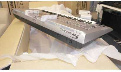 Photo: Sells 100 Synthetizers YAMAHA - YAMAHA TYROS 5 76-KEY
