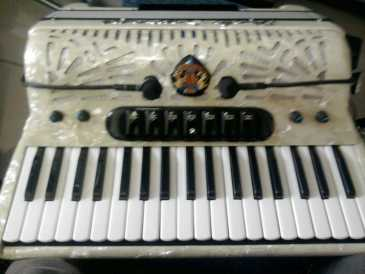 Photo: Sells Piano and synthetizer PAOLO SOPRANI - 96 BASSI