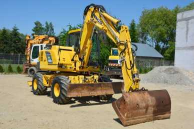Photo: Sells Agricultural vehicle KOMATSU - PW110R
