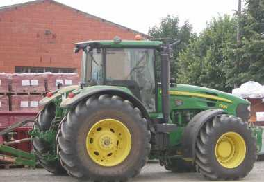 Photo: Sells Agricultural vehicle JOHN DEERE - 7930