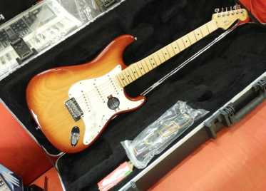 Photo: Sells Guitar FENDER - STRATOCASTER