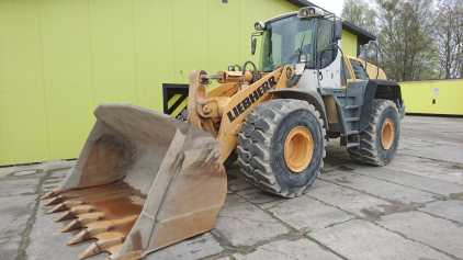 Photo: Sells Agricultural vehicle LIEBHERR - L576